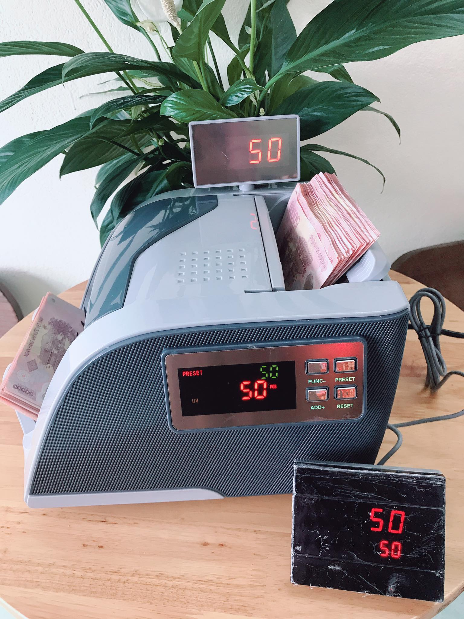 Nhiều mẫu máy đếm tiền tại quận 8 hcm giá rẻ